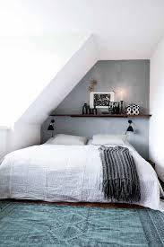 amenagement d un grenier en chambre chambre sous combles 10 idées d aménagement chambre les