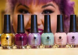 designer ashley nell tipton u0027s project runway finger paints nail