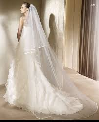 ideas to pick up right veil with wedding dress designers