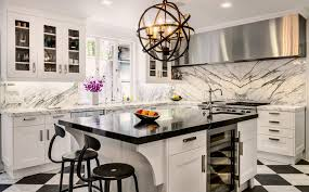 deco cuisine gris et blanc idee deco cuisine grise harmoniser murs jaune avec sol gris