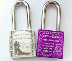 wedding gofts locks unique and creative wedding gift ideas engraved