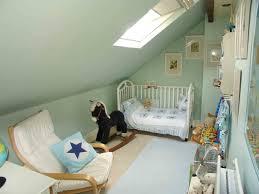 idées de position pour le lit dans la mansarde nursery
