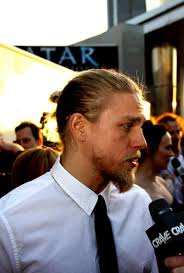 how to get the jax teller hair look 56 best charlie hunnam images on pinterest charlie hunnam jax