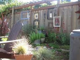 Backyard Fence Decorating Ideas by 14 Best Fence Decorations Images On Pinterest Garden Fences