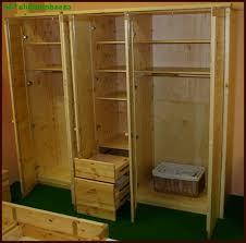 kleiderschrank selber bauen mit holzregalen begehbaren kleiderschrank selber bauen www selber bauen de