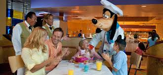 goofy s kitchen dining restaurants disneyland resort