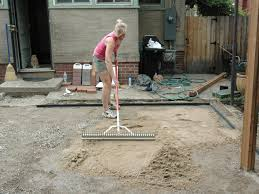 Installing Patio Pavers On Sand How To Lay A Brick Paver Patio How Tos Diy