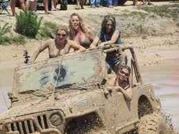 muddy jeep girls girls in jeep in mud jeep s pinterest jeeps