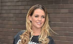 hair style giving birth danielle lloyd shows off post baby body one week after giving birth