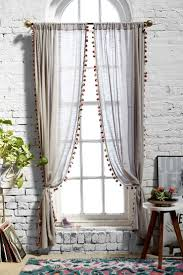 Girly Window Curtains by Best 25 Apartment Curtains Ideas On Pinterest Hanging Curtain