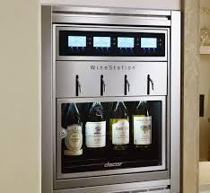 cuisine avec cave a vin cave à vin résidentielle encastrable sous plan en métal