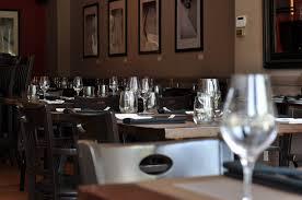 sur la table wine glasses les coudes sur la table eater montreal