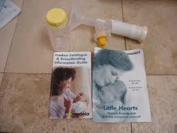 medela little hearts manual breast pump with bottle and