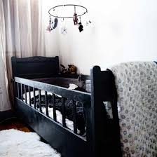 chambre bebe noir une chambre de bébé design en noir idées cadeaux de naissance
