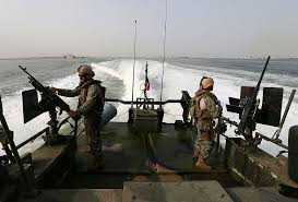 u s officer in persian gulf snafu allowed to stay in navy panel