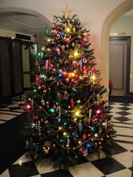 decorating ideas for tree with colored lights