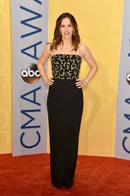jennifer garner looks all kinds of lovely at the cmas huffpost