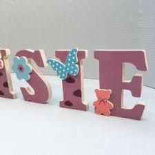 lettres pour chambre bébé lettres prénom en bois et tissu imprimé pour chambre enfant motifs