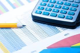 bureau des statistiques graphiques et calculatrice statistiques de finances image stock