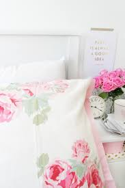 dressing your bed for summer with beauty full homes