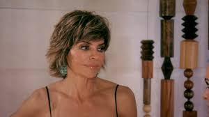 hair style from housewives beverly hills lisa rinna it s embarrassing and frustrating to watch all of this