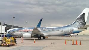 strange commercial airline custom paint jobs alaska airline paints a huge fish salmon on