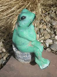 vintage cement frog on a log stump garden decor lawn