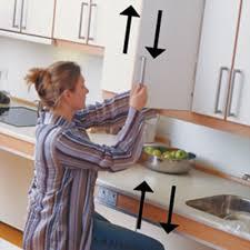 cuisiner pour une personne cuisine pour personne en fauteuil roulant à mobilité réduite