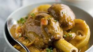 cuisiner souris d agneau au four recette souris d agneau braisée à la tomate aux artichauts et à l