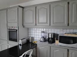 comment relooker une cuisine ancienne peinture cuisine ancienne rayonnage cantilever