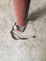 concrete is this cracking foundation under a jack post a problem