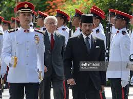 sultan hassanal bolkiah plane fotos e imagens de sultan of brunei hassanal bolkiah visits