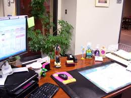 pictures on how to decorate office table free home designs