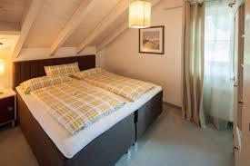 Schlafzimmer Mit Betten In Komforth E Ferienwohnungen In Oberstdorf Im Allgäu