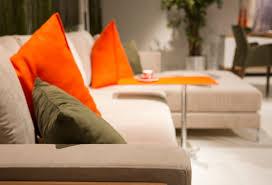 coussins orange canapé blanc avec des coussins orange télécharger des photos