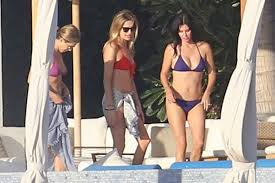 paparazzi jennifer aniston justin theroux and courteney cox in