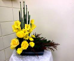 Flower Table L L Shaped European Floral Design Featuring Yellow Flowers