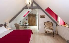 fleurs dans une chambre une chambre d hôtes de charme romantique aux couleurs douces