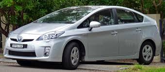 lexus is 300h gris titane louer une voiture familiale à nice greenrent toyota prius