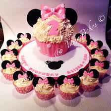 minnie mouse inspired giant cupcake with matching small cupcakes