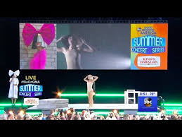 Sia Singing Chandelier Live Sia Chandelier Live On Morning America July 22 2016