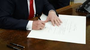 trump signs executive order to u0027ease the burdens of obamacare