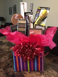 makeup gift baskets 25 best makeup gift baskets ideas on diy makeup gift