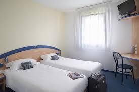 hotel avec en chambre reserver chambre avec lits jumeaux pour 2 personnes à créon