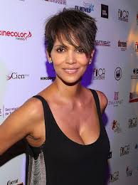 Guy Short Hairstyle by 6 Reasons Guys Like Girls With Short Hair Glamour