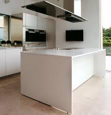 cuisine ilot centrale design boffi cuisine top cuisine en mlamin en noyer en chne hide boffi