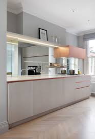 pictures of mirrored kitchen backsplashes great home design 25 best ideas about mirror backsplash on pinterest mirror