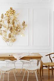 jadalnia w bieli jasnym brązie i złocie biała sztukateria