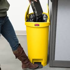 rubbermaid 1883576 slim jim resin yellow end step on trash can