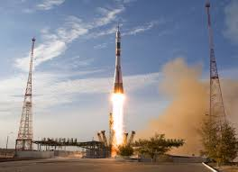 soyuz rocket successfully launches 1 american 2 russians towards